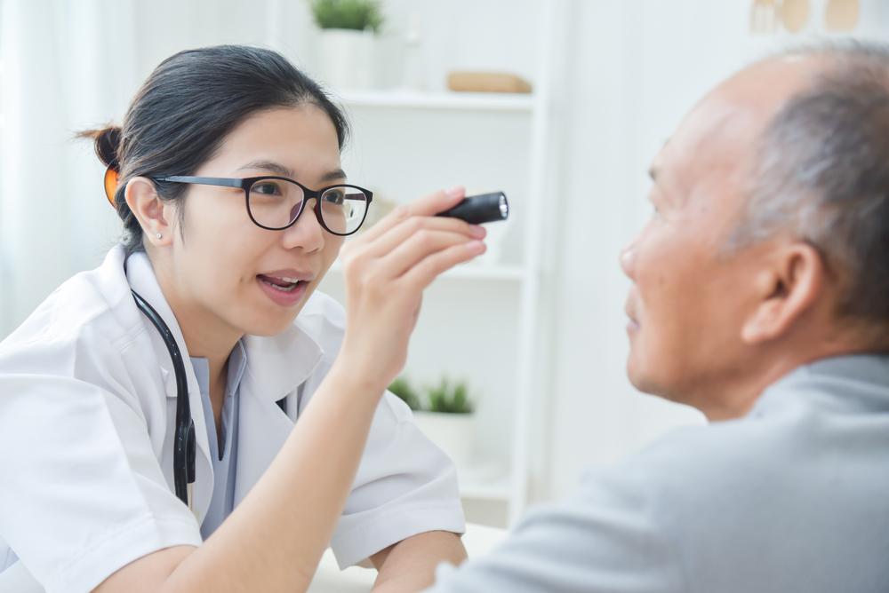 白內障病徵:定期檢查水晶體